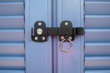 R-457949s-Ladenmittelverschluss