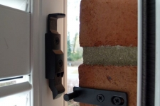 R-339861s-R-457939s-Tür-Ladenhalter mit Schließzapfenplatte