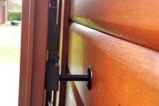 R-457968s-Tür-Ladenhalter mit Trägeschraube-100